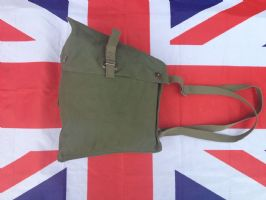 NEW OLD STOCK GREEN CANVAS SHOULDER BAG